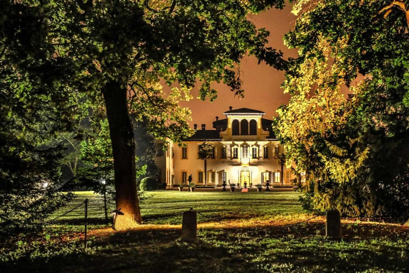 night-view-park-villa-gromo
